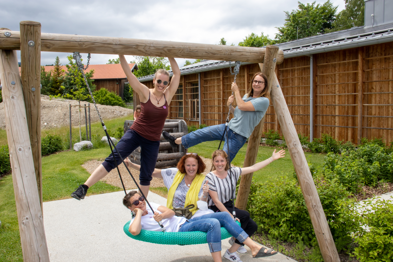 Aktionstag Münchner Unternehmen Des mach ma: Mitarbeiter von BRUNATA-METRONA machen gemeinsam mit ehemals wohnungslosen Frauen der Wohngemeinschaften des Sozialdienstes katholischer Frauen einen Ausflug ins Freilichtmuseum Glentleiten.